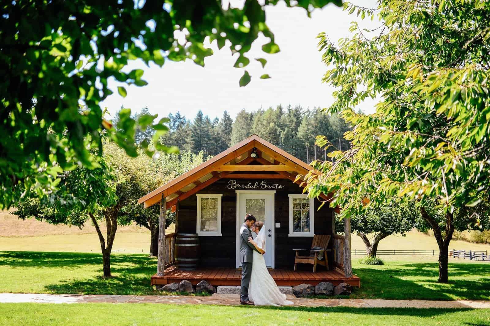 1920w-Couple_Bridal Suite_Tso